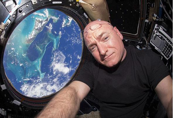 米宇宙飛行士が滞在期間最長記録...