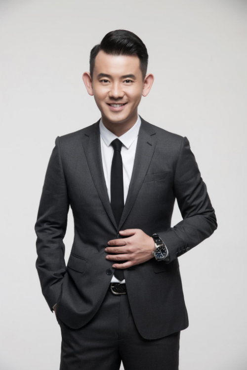 Ведущий Ли Сян: я тоже начал свое дело, моя цель – сделать продукцию компании ценной и значимой для многих