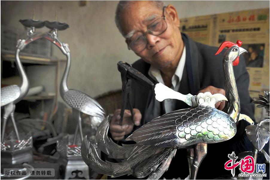 Enciclopedia de la cultura china: Maestro en escultura de estaño de 84 años de edad 1