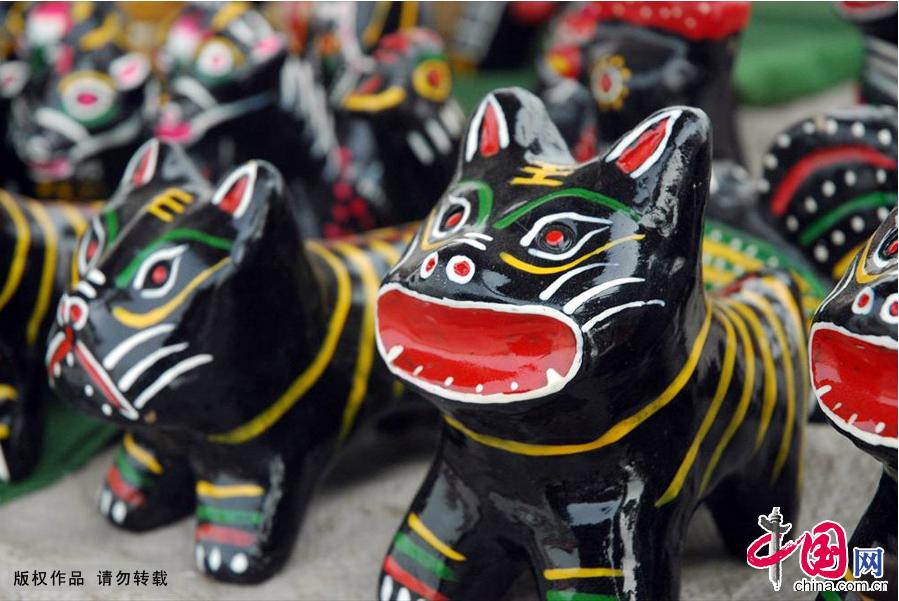 """Enciclopedia de la cultura china: El tótem antiguo """"perro de arcilla"""" 1"""