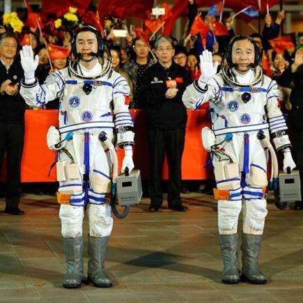 Realizan ceremonia de despedida para astronautas chinos de misión Shenzhou-11