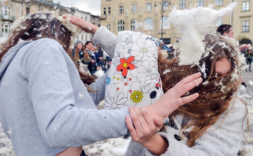 Polonia: La tercer pelea de almohadas internacional de caridad en Cracovia