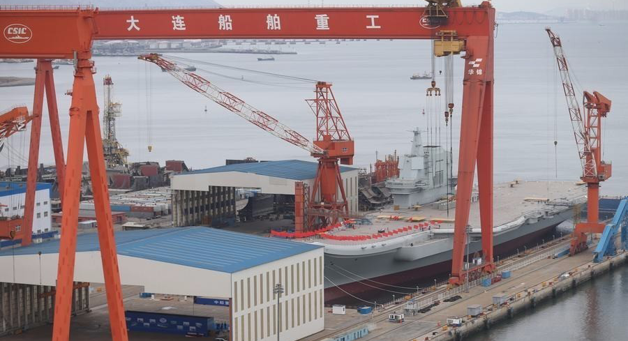 China lanza su segundo portaaviones