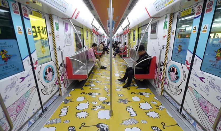 Dibujos animados exhibidos en tren del metro en Hangzhou