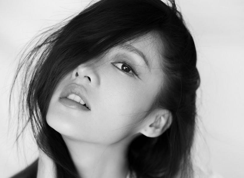 Nuevas imágenes de actriz Li Qin