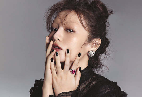 Chun Xia posa para la revista