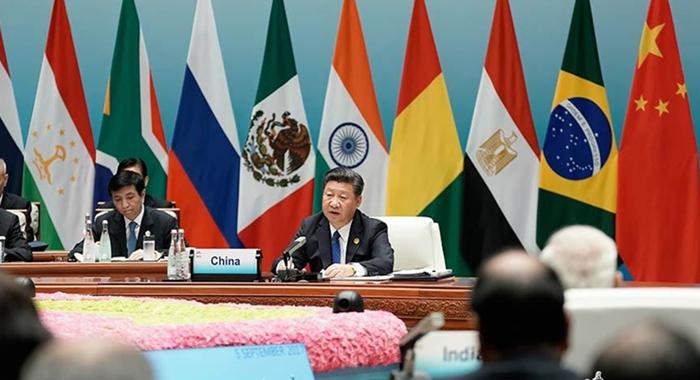 Xi se reúne con los medios al término de la Cumbre de los BRICS