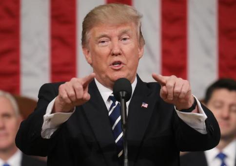 Encuesta: Nivel de aprobación de Trump sube después de dos huracanes