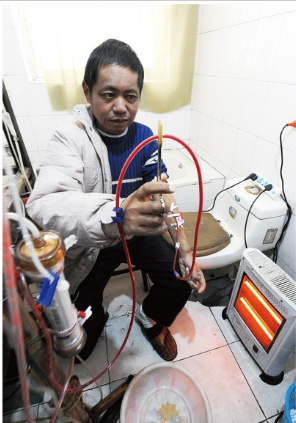 Three times a week, Hu Songwen sits on a small toilet in his home in a rural east China town and fires up his homemade dialysis machine.