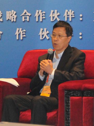 商务部国际贸易经济合作研究所副所长李钢作主题对话演讲