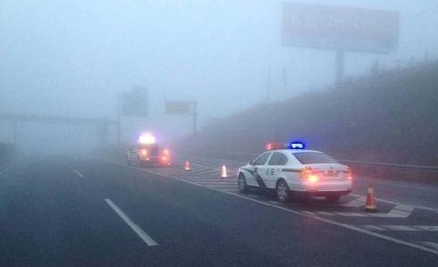四川多地现罕见大雾 交通受影响