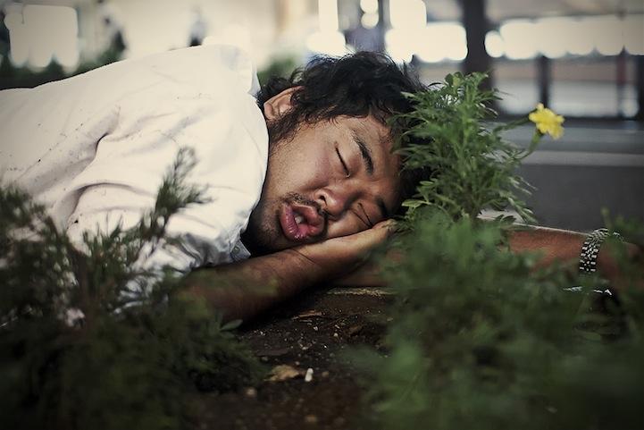 Photos : les Japonais endormis n'importe où 5