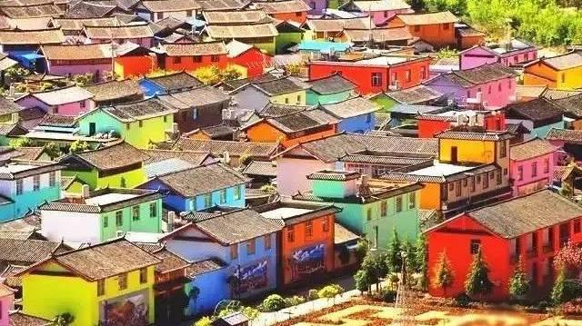 Yunnan : un village aussi multicolore que dans un conte de fée