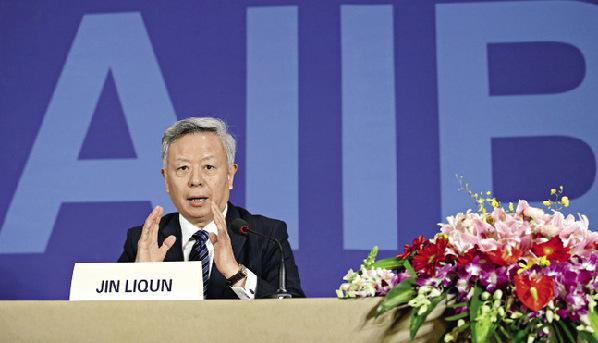 L'homme à la barre de l'AIIB