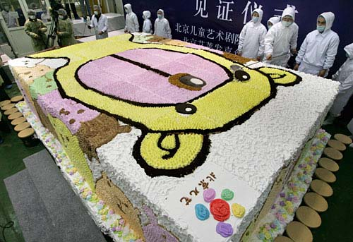 Самый большой торт испекли в Астрахани.
