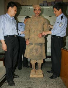 German Man Fools Chinese Police with Terracotta Warrior Disguise   -- china.org.cn