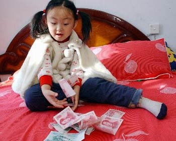 pocket money can too much Should kids get pocket money,  just make sure you stick to a sensible amount, since giving kids too much money can be more harmful than beneficial.