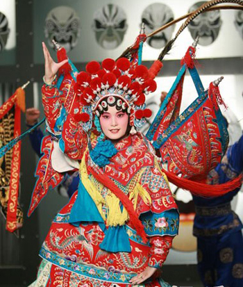 super-girl-mv_Li Yuchun Shoots MV in Peking Opera Costume -- china.org.cn