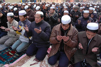 Suasana Shalat Ied Ul Fitr di Kota Kashgar