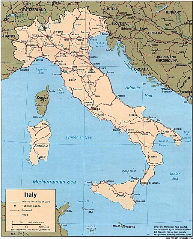 意大利共和国(The Republic of Italy) 国旗:呈长方形,长与宽之比为32。旗面由三个平行相等的竖长方形相连构成,从左至右依次为绿、白、红三色。意大利原来国旗的颜色与法国国旗相同,1796年才把蓝色改为绿色。据记载,1796年拿破仑的的意大利军团在征战中曾使用由拿破仑本人设计的绿、白、红三色旗。1946年意大利共和国建立,正式规定绿、白、红三色旗为共和国国旗。 国徽:呈圆形。中心图案是一个带红边的五角星,象征意大利共和国;五角星背后是一个大齿轮,象征劳动者;齿轮周围由橄榄枝叶和橡树叶环绕