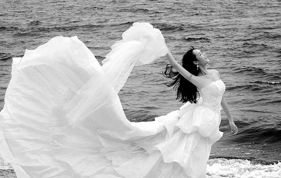 演员饶敏莉穿白色婚纱照疑曝光 经纪人证实(图)