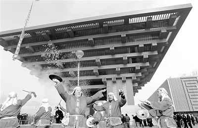 处于世博园区浦东区域主入口的突出位置.-上海世博会中国馆建筑设