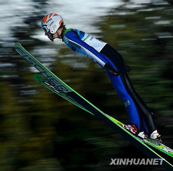 跳台滑雪训练忙