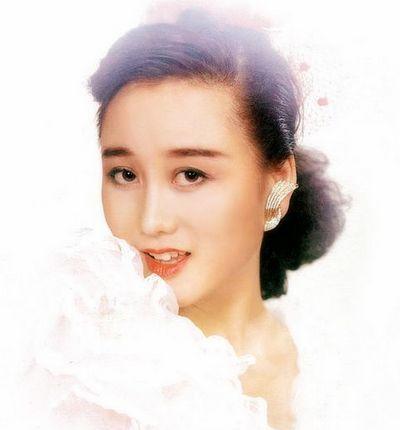 赵本山郑少秋二婚妻子惊人美艳_中国网