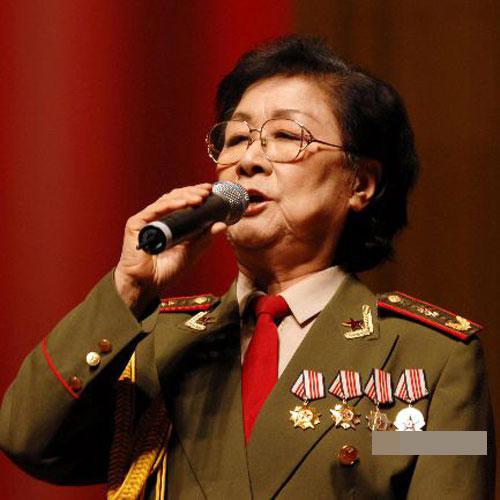 :北京军区战友歌舞团国家一级演员-军队里的明星 谁的军衔高 2