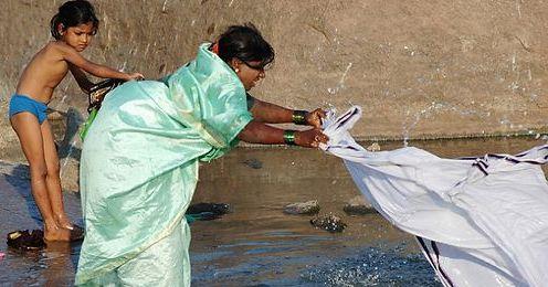 """印度人庆祝小孩出生与平安成长的方式,就是到寺庙进行""""普迦仪式""""图片"""