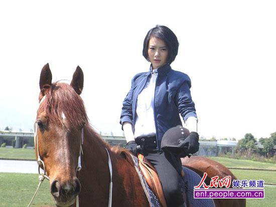 戚薇拍摄《美女如云》