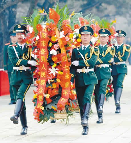 ...市干部群众、沈阳驻军官兵千余人,到沈阳抗美援朝烈士陵园祭