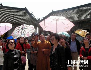 台湾企业参访团参观香山寺.图片来源:平顶山市台办高清图片