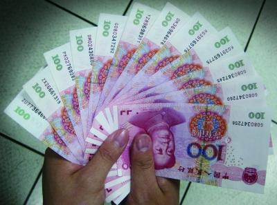 实拍一堆钱的照片_成捆百元钞票图片_图片大全