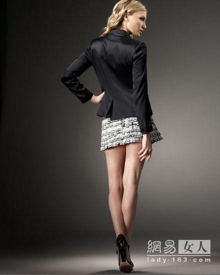 修身黑色小西装+层叠花瓣短裙:-小外套 春裙子 打造OL知性风