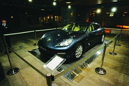 保时捷顶级轿跑车亮相派对高清图片