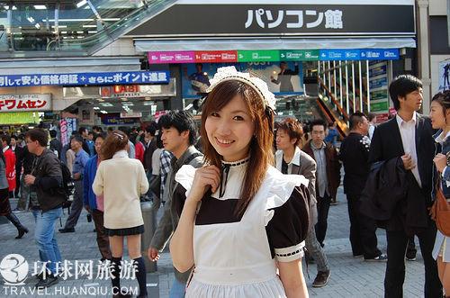 实拍日本街头促销超甜美女仆图
