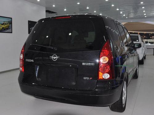 普力马ev是在海马传统燃油车基础上搭载纯电力驱动系统,实现高清图片