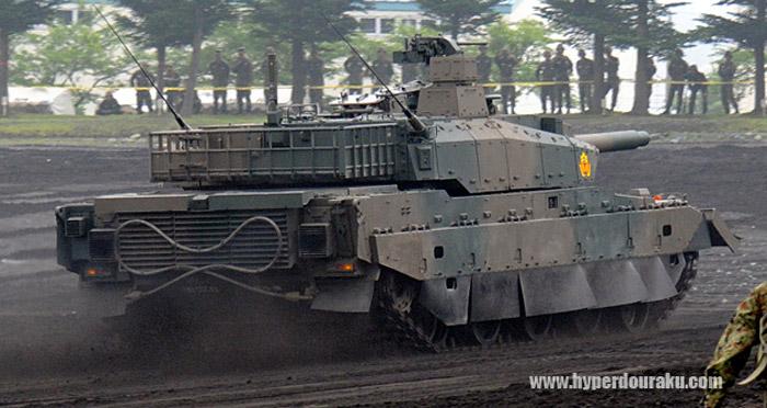 日本10式主战坦克服役