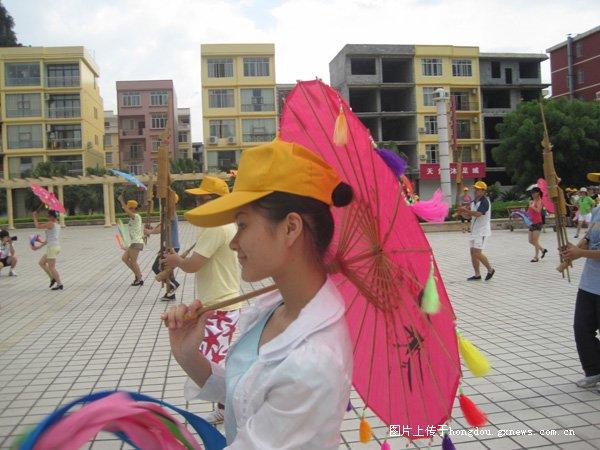 上海世博会广西活动周艺术展示彩排靓女多
