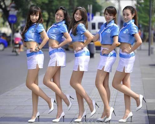 组图:长腿美女现身广州街头