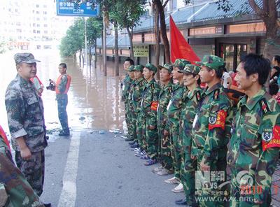 首席医官曹�_九江军分区组织民兵投身抗洪救灾一线