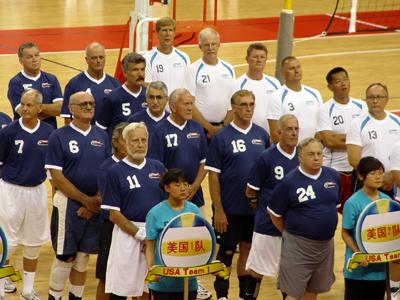 美国组三队参加比赛 戴琂摄-2010中美中老年排球旅游友谊赛在青岛开