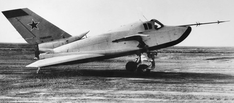 组图:美女和前苏联的空天战斗机