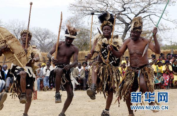 非洲国家100多名部落酋长庆贺非洲酋长节_中