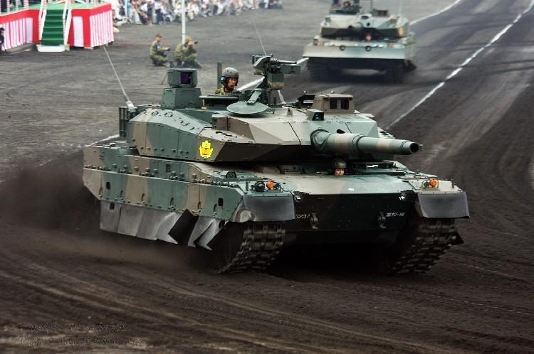 日本10式主战坦克机动性能展示