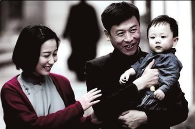 电视剧中,江姐与已有家室的老彭结婚,婚后生下一子.资料图片-江