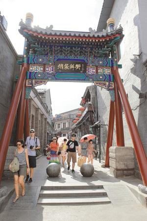 北京烟袋斜街牌楼 大修完工