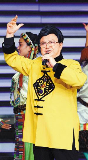 歌唱家胡松华演唱《吉祥酒歌》.