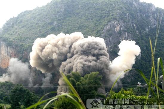 南宁集中销毁赌博游戏机、废旧炮弹、非法枪支